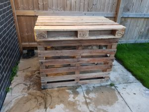 DIY Tiki Bar made from pallets