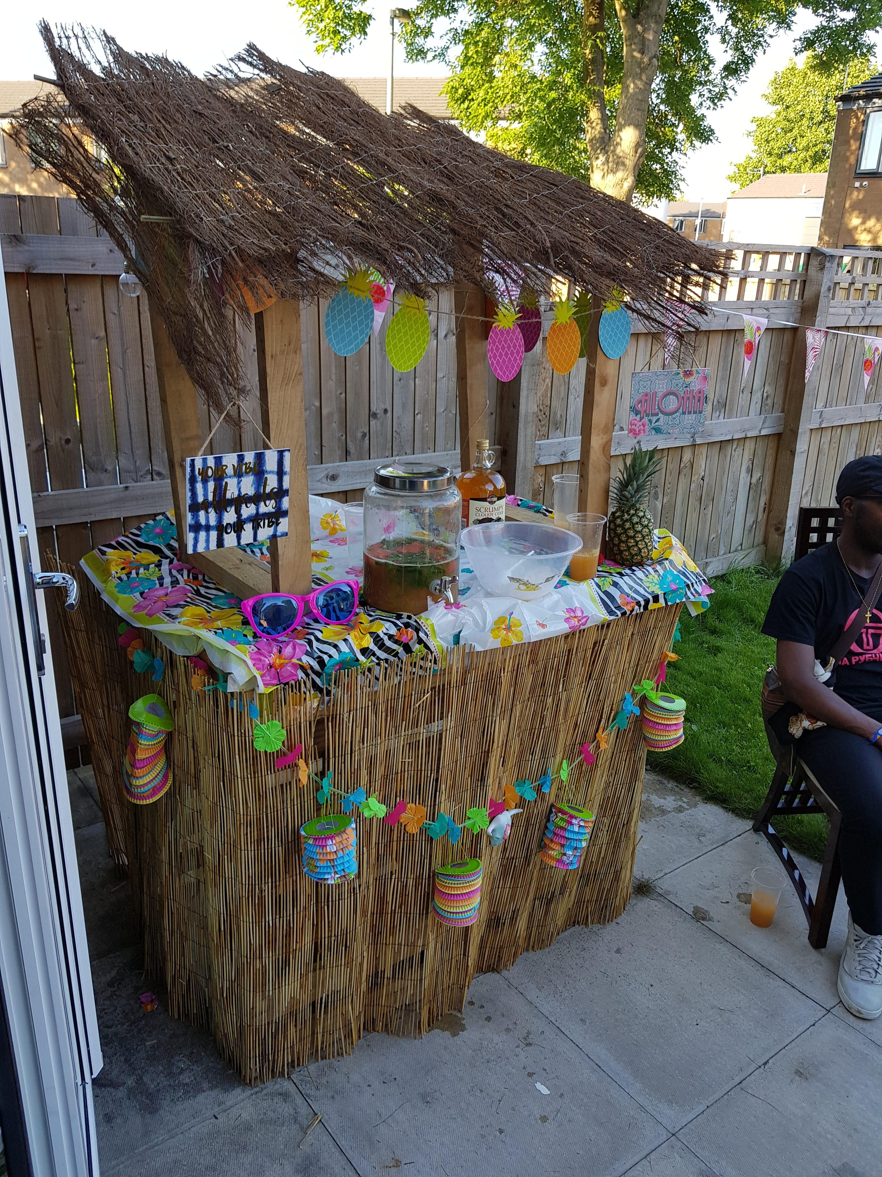 DIY Tiki Bar made from pallets